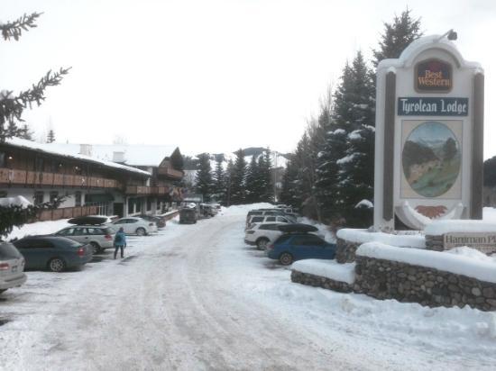 Best Western Tyrolean Lodge: A Winter Wonderland