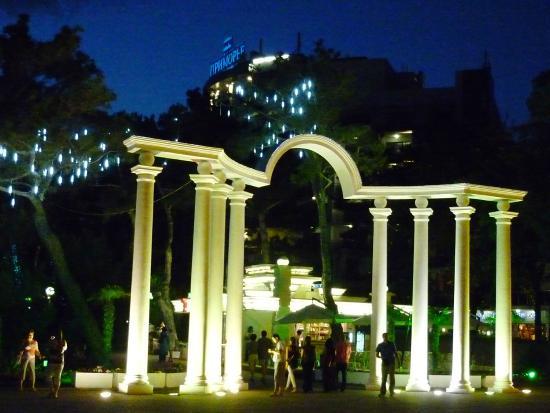 Primorie Spa & Wellness Hotel: рядом с Отелем
