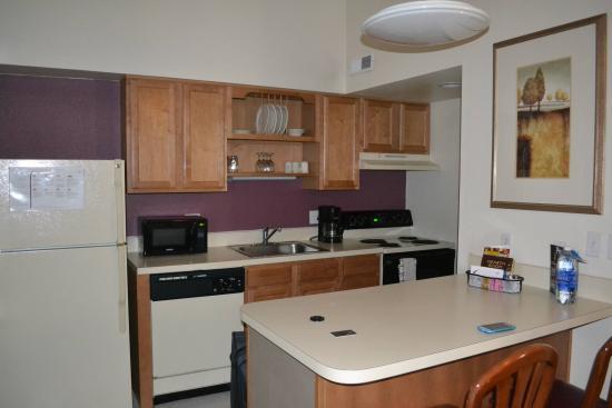 Residence Inn Portland South/Lake Oswego: Kitchen area