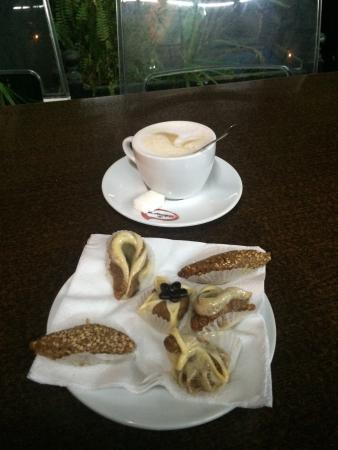 Snack Les 7 Saints: Cafe au lait and Moroccan pastries (30dhs!)