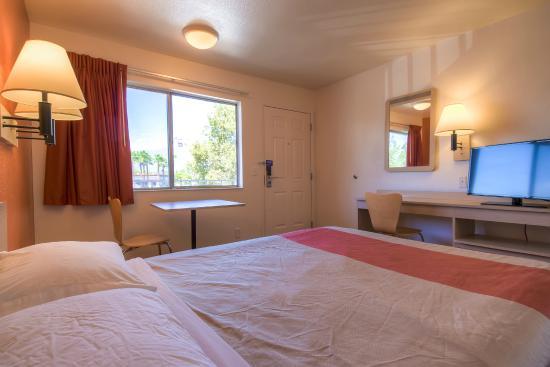 Motel 6 San Bernardino North Guest Room