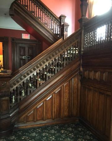 Inn on Ferry Street: Beautiful Antique Hardwood Staircase