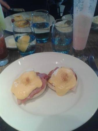 Chapters: Eggs Benedict. Average and cold.