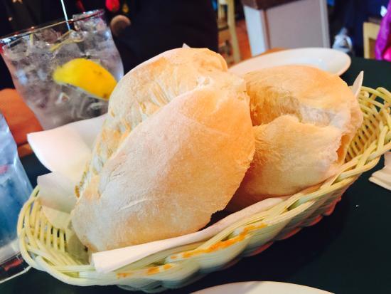 Anton's Pasta Bar : Complimentary bread