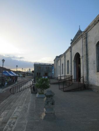 Calle La Calzada: church