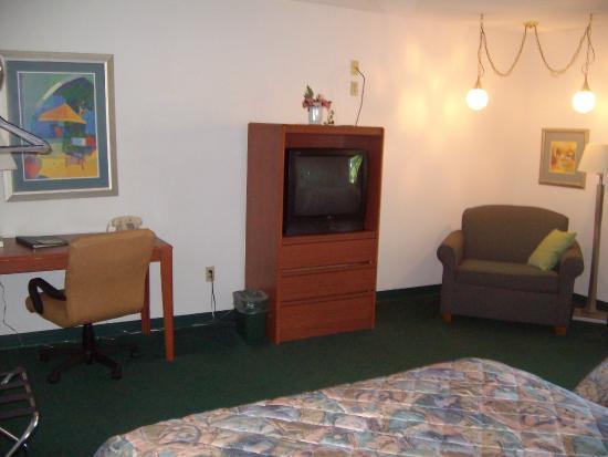 Caravan Motel: room