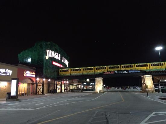 ‪Jungle Jim's International Market‬