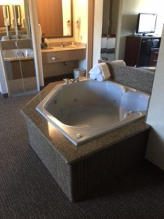 Comfort Inn I-15: Beautiful Tub