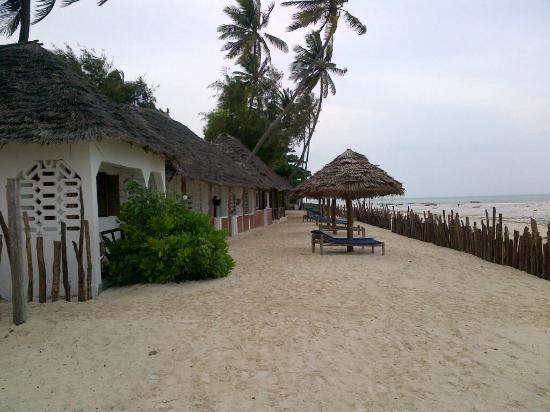 Uhuru Beach: Our bungalow