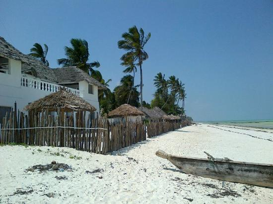 Uhuru Beach: The resort