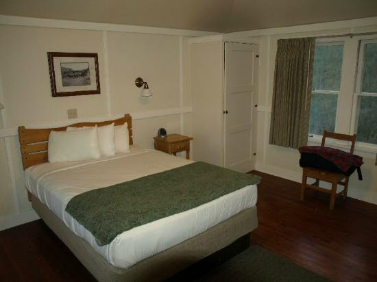 Mammoth Hot Springs Hotel & Cabins: Mammoth Rustic cabin - queen bed