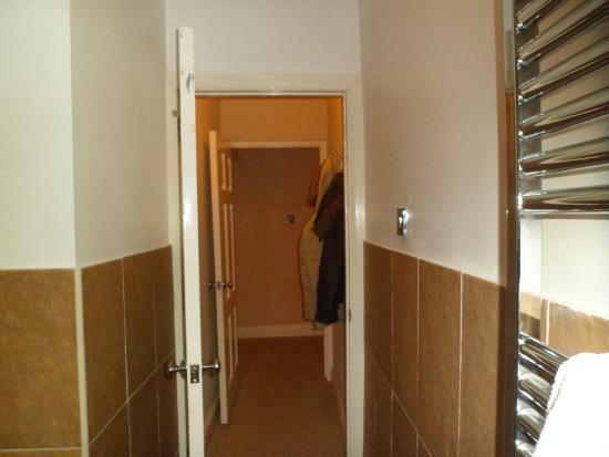 Ramada Resort Cwrt Bleddyn Hotel & Spa : Hallway