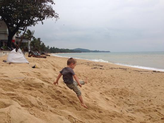 Hutcha Resort : Bonne plage pour les enfants