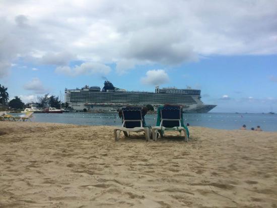 Ocho Rios Bay Beach: View of beach on a quiet day