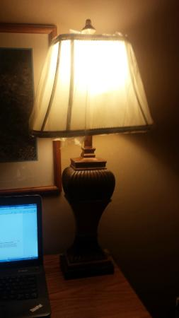 Park Motel Russellville : can you see the torn plastic covering the lamp shade