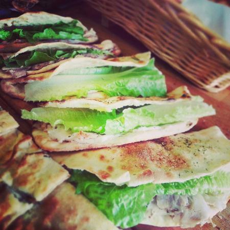 Pizzeria Cip & Ciop: focaccine con porchetta birralemon