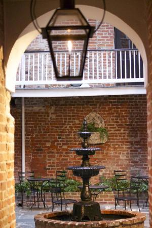 Hotel Royal: courtyard