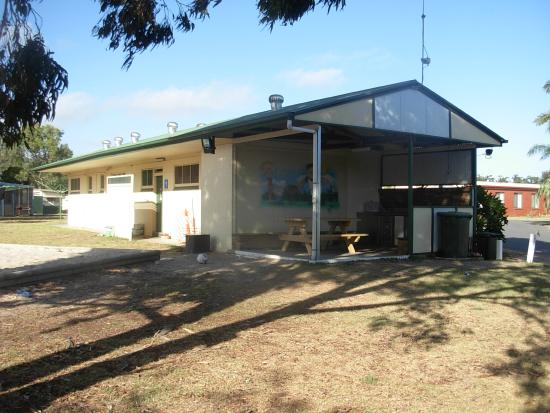 Victor Harbor Holiday and Cabin Park: BBQ Area.