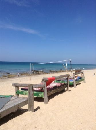 Lanta Nature Beach Resort: Strand mit Beachvolleyball Netz