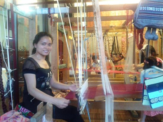 Villa Aekham: owner weaving cloth