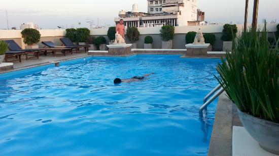 Rambuttri Village Inn & Plaza: Swimming Pool