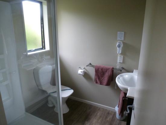 58 On Cron Motel: Bathroom Room 10