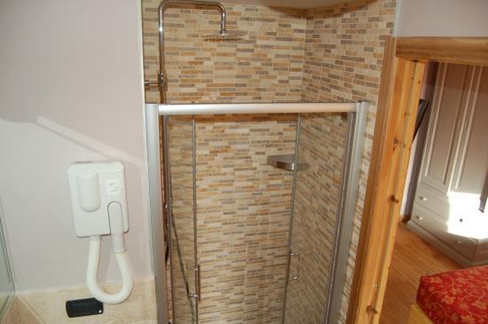 Torgnon, Italy: bagno nuova camera confort