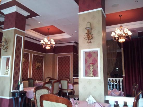 Coral Beach Resort Sharjah: интерьер ресторана