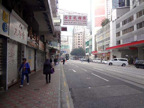 Hong Kong Hennessy Road: Довольно широкая и замусоренная