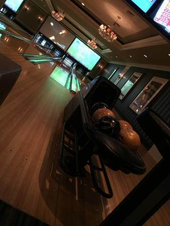 High Rollers Luxury Lanes and Lounge: Luxury Bowling ;-)