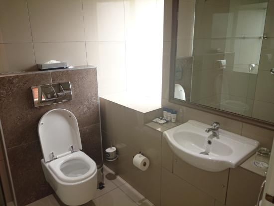 Protea Hotel by Marriott King George: Bathroom