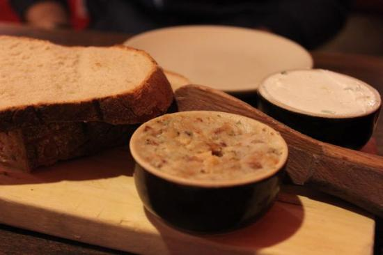 Chlopskie Jadlo : Pre dish, fresh bread and dip