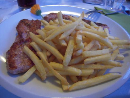 Trattoria Alla Rosa Sotru: Carne con patatine fritte