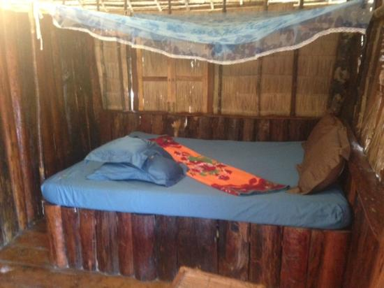 Coco's Bungalow Resort: bed