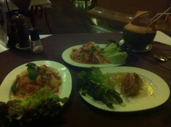 Sawasdee Thai Cuisine : Only remembered to take a photo after raiding the prawn dish