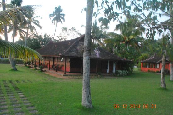 Kayaloram Heritage Lake Resort: serene hotel grounds