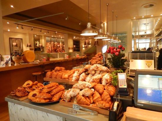 Carluccios - St Christophers Place : Croissants deliciosos!