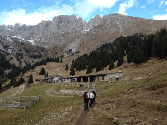 Baita cassinelli nella neve foto di rifugio baita for Rifugio in baita di montagna