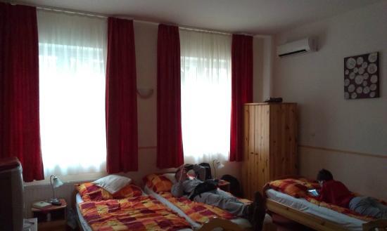 Familia Vendeghaz: Big room