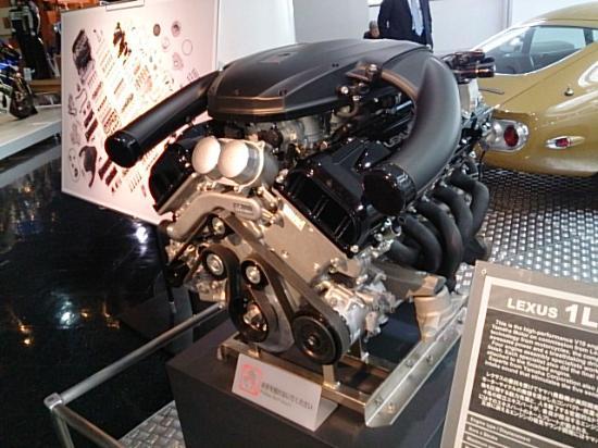 Communication Plaza: ヤマハ製のエンジン。