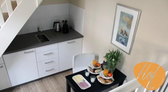 HOF Suite livingroom breakfast