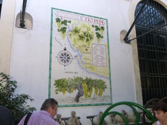 Mural de azulejos photo de bodegas tio pepe jerez de la for Azulejos jerez de la frontera