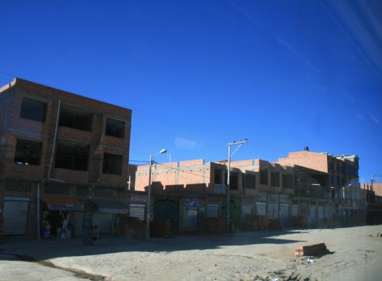 El Alto, Bolivia: Case in costruzione mai terminate