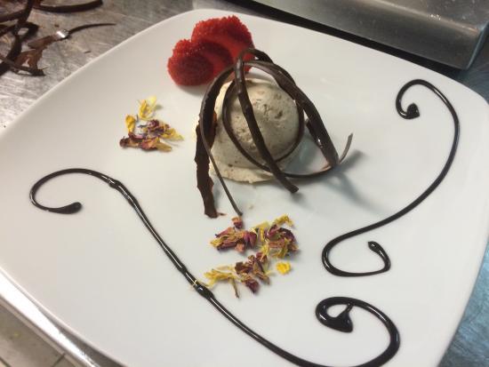 Hotel Villa Margherita: Semifreddo al torroncino e cioccolato