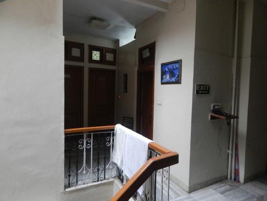 Hotel Hare Krishna: лестницы и переходы