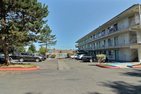 Motel 6 Seattle North - Kirkland: Exterior