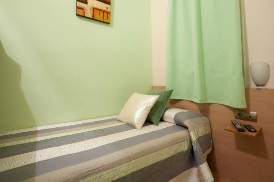Hostal Felipe II: Single room interior