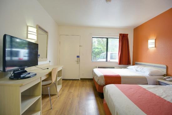 Motel 6 Lantana: Guest Room