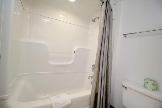 موتل 6 لانتانا: Bathroom