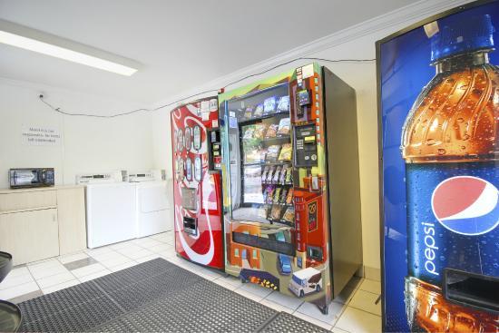 Motel 6 Lantana: Vending